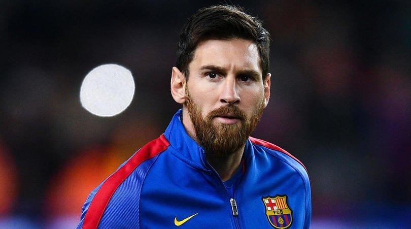 ميسي يطلب طرد 3 لاعبين من برشلونة