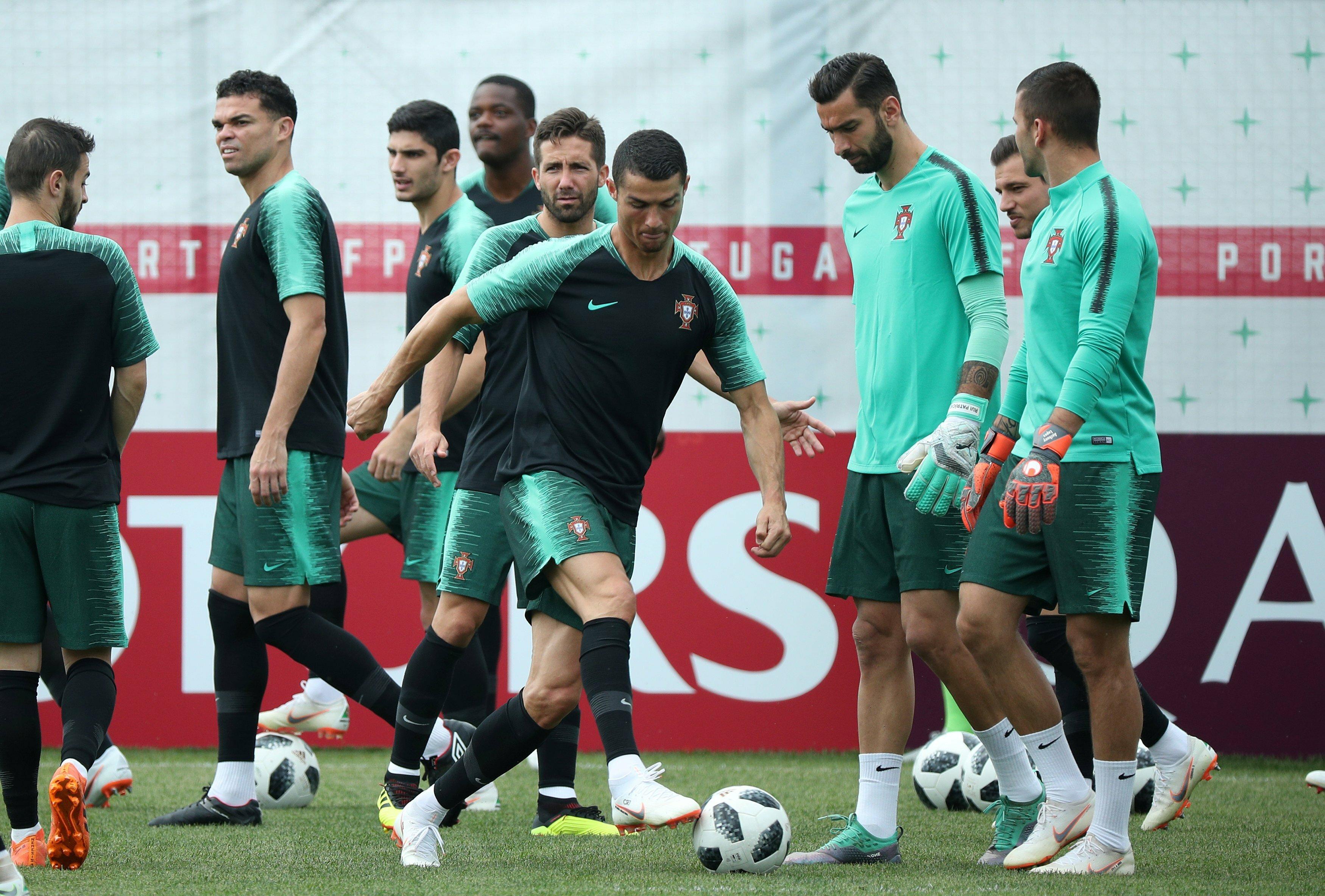 كريستيانو رونالدو يتألق في تدريبات المنتخب البرتغالي استعدادا للمغرب