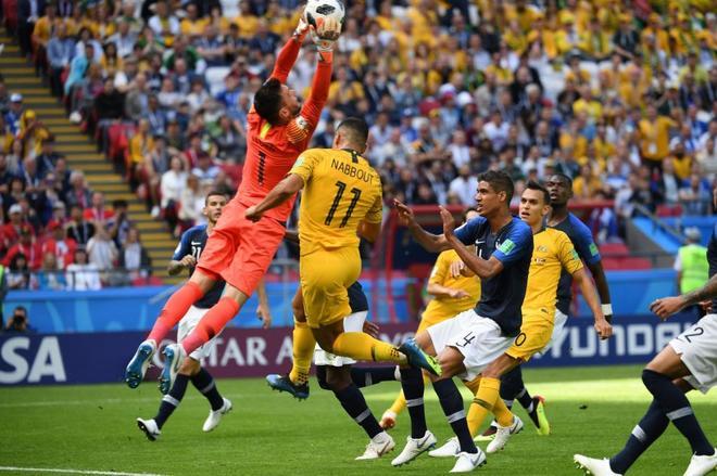 فرنسا تحقق فوزاً صعباً امام استراليا في افتتاح مبارياتها بكأس العالم 2018