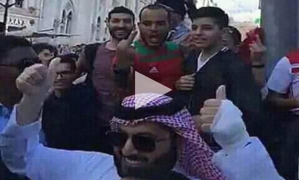 شاهد كيف انفجر المغاربة على المشجعين السعوديين بروسيا بعد فوز الملف الأمريكي