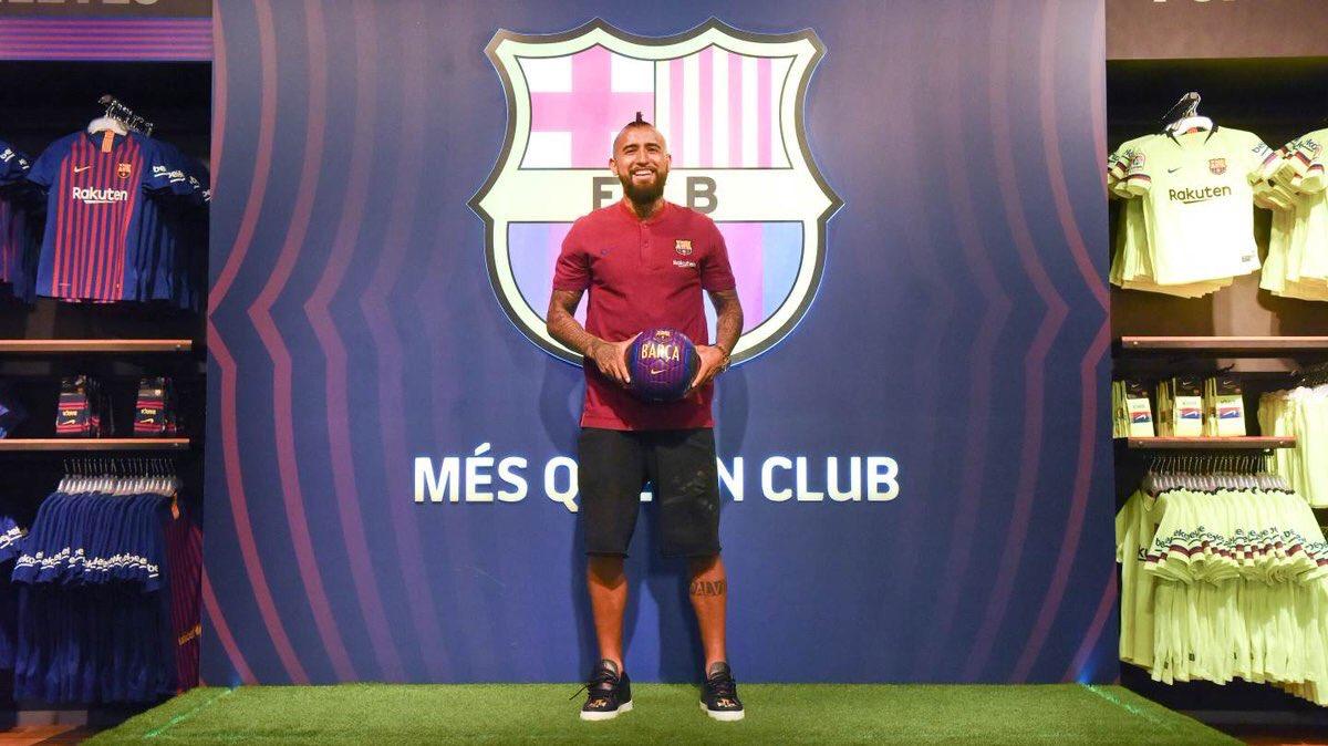 فيدال يصل إلى برشلونة لاستكمال إجراءات انتقاله للبارسا