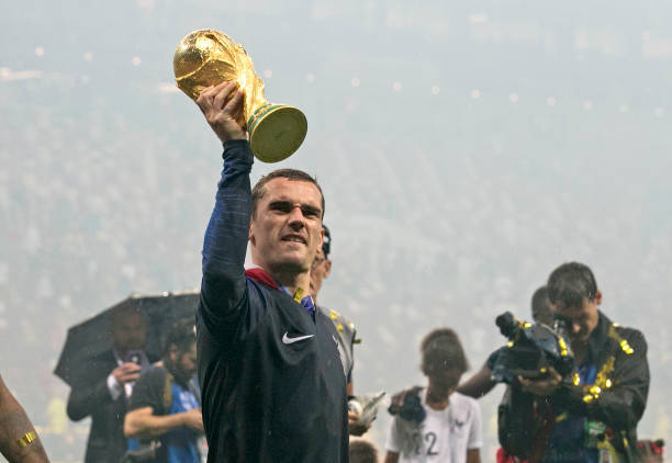 جريزمان ينفجر في وجه الفيفا بسبب استبعاده من قائمة المرشحين لجائزة أفضل لاعب فى العالم