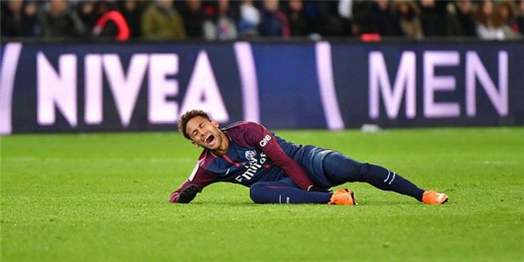 عاجل .. نيمار يغادر الملعب باكيًا بعد إصابة قوية مع باريس سان جيرمان
