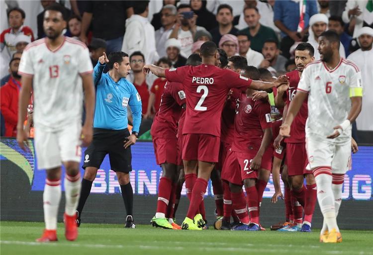 فيديو.. قطر تكتسح الإمارات برباعية وتتأهل لمواجهة اليابان في نهائي كأس آسيا
