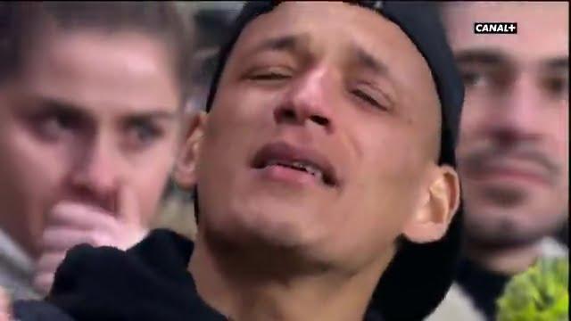 ياسين بامو يذرف الدموع بغزارة حزناً على اختفاء إيميليانو سالا