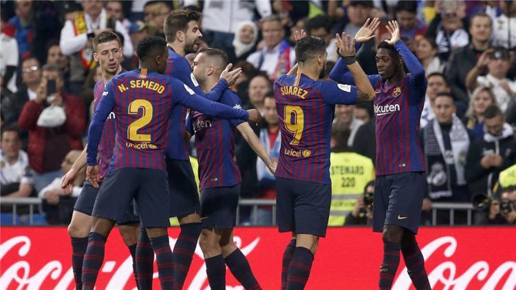 """""""آس"""" تكشف حديث لاعبي برشلونة بين شوطي المباراة أمام ريال مدريد"""