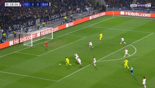 حارس ليون يحرم ديمبيلي من تسجيل هدف اول لبرشلونة