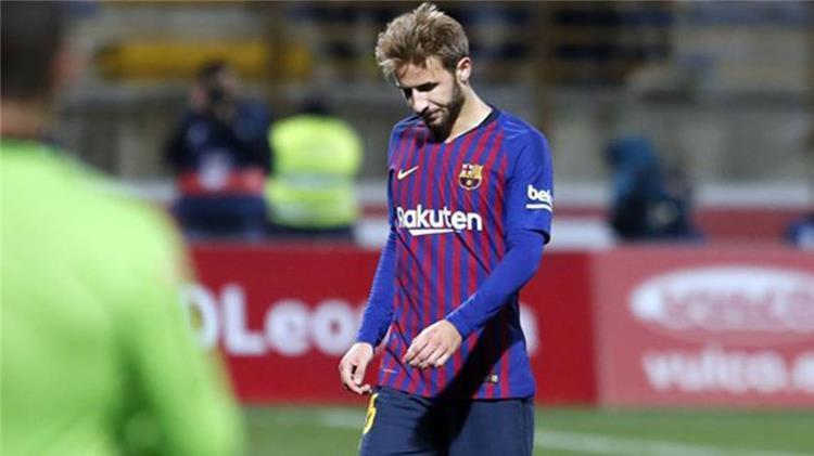 لاعب وسط برشلونة يغادر النادي الكتالوني رسميا