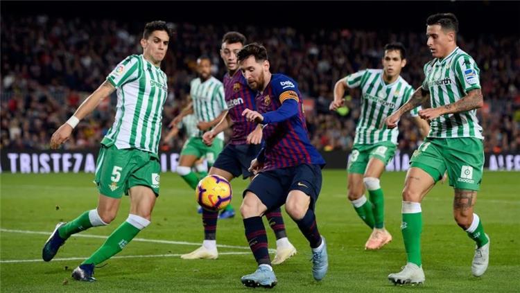 موعد والقناة الناقلة ومعلق مباراة برشلونة وريال بيتيس في الدوري الإسباني
