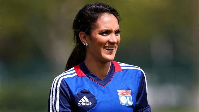 معلق عربى يتغزل فى لاعبة نادى ليون لحظة تغييرها في مباراة بالدوري الفرنسي