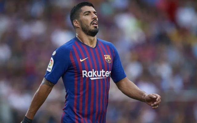 رسميًا.. برشلونة يعلن حجم إصابة سواريز