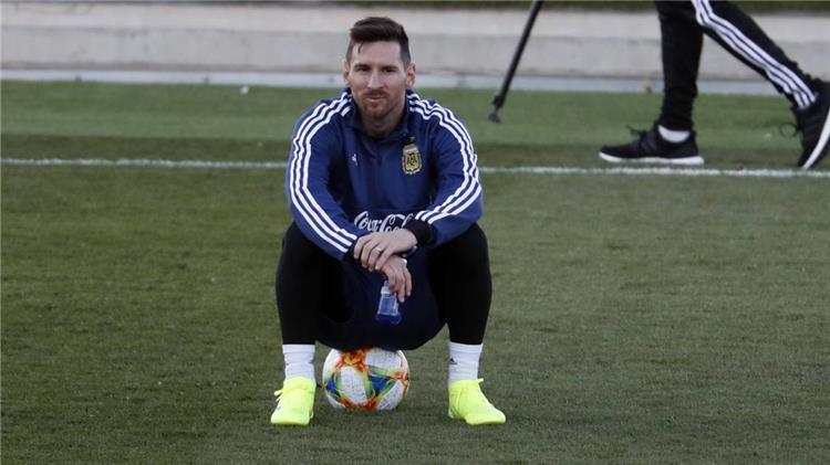 مدرب الأرجنتين يعلن موقف ميسي النهائي من المشاركة أمام فنزويلا والمغرب