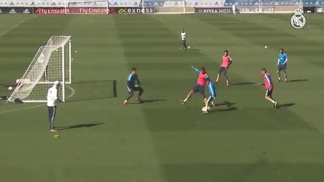 فيديو: موهوب ريال مدريد براهيم دياز يخطف أنظار زيدان بهدف رائع في التدريبات!