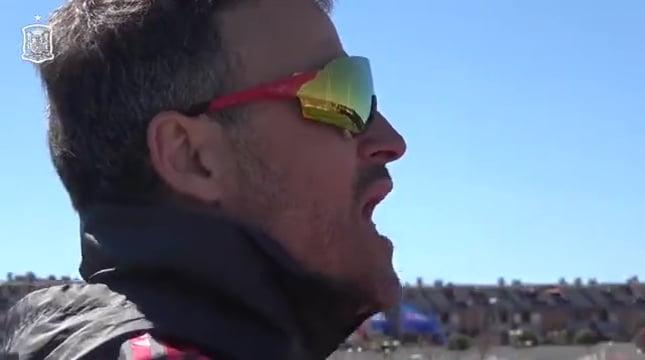 فيديو: هكذا يراقب لويس إنريكي لاعبي المنتخب الاسباني في التداريب