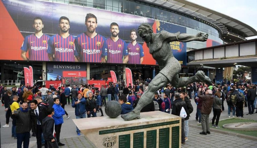 """قرار برشلونة يغضب أنصار ليفربول.. وإدارة """"الريدز"""" ترد بالمثل"""