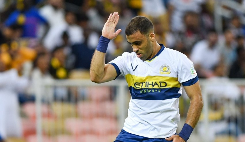 حمد الله يجدد عقده مع النصر ليصبح أغلى لاعب مغربي