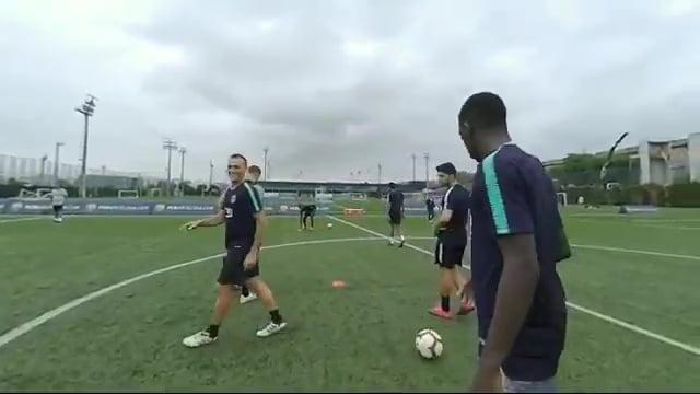 شاهد.. تدريبات برشلونة كما يراها ميسى ..فيديو
