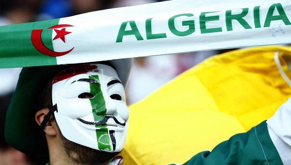 السلطات المصرية تطرد مشجع جزائري من مصر