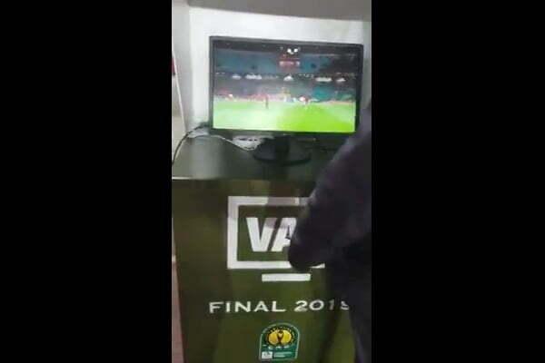 من ملعب رادس يظهر أن تقنية الفار كانت تشتغل قبل المباراة ولم تكن معطلة