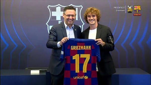 رسميا.. جريزمان يوقع لبرشلونة ويختار رقم قميصه الجديد