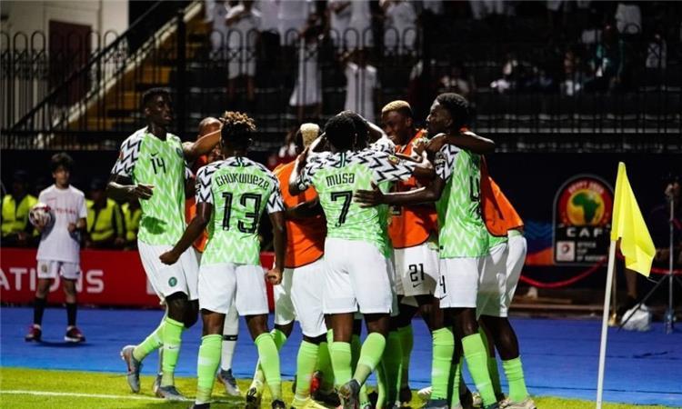 مكافآت مالية كبيرة للاعبي نيجيريا أمام كل هدف في شباك الجزائر