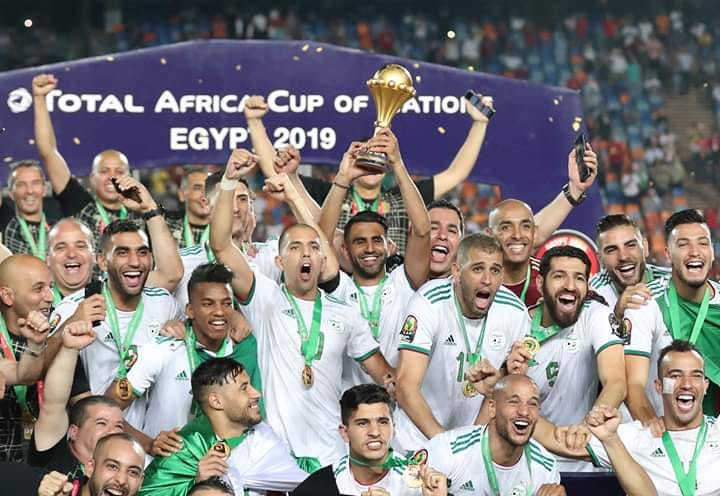مكافأة ضخمة تنتظر منتخب الجزائر بعد التتويج بأمم إفريقيا.