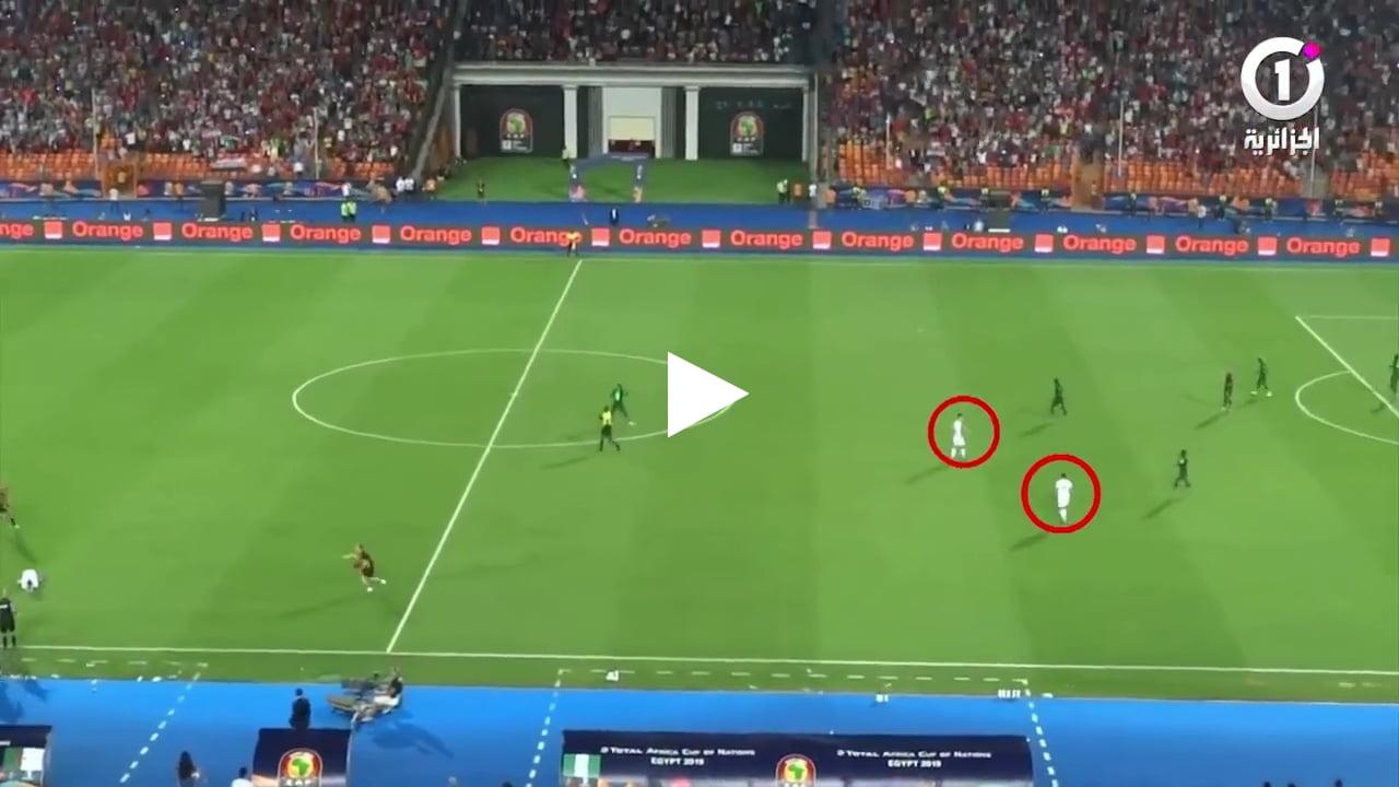 لقطة غريبة لحظة هدف محرز التاريخي امس كل اللاعبين احتفلو الا لاعبين اثنين
