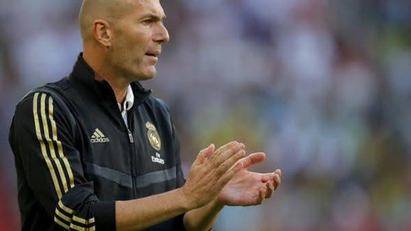 بعد الخسارة أمام توتنهام.. جماهير ريال مدريد تفتح النار على زيدان وتطالب بإقالته