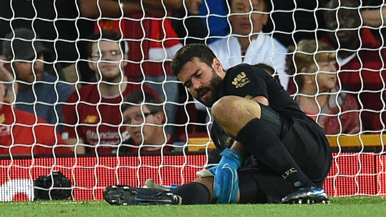 الإصابة تبعد أليسون عن مباريات ليفربول لمدة 6 أسابيع