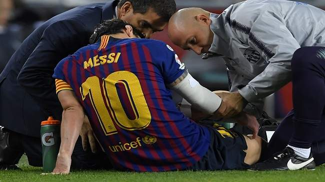 برشلونة تحت الصدمة.. إصابة جديدة لميسي وغيابه سيطول