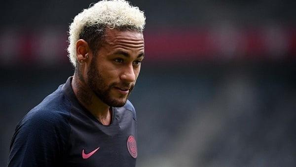 """باريس سان جيرمان يصدم برشلونة.. ويُحدد فريق """"نيمار"""" الجديد"""