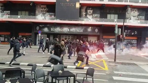 جماهير برشلونة وفالنسيا